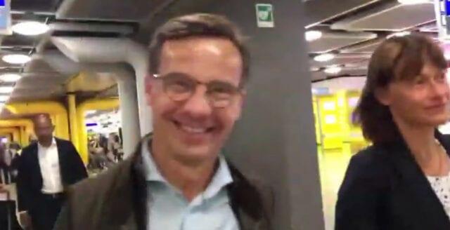 Ulf Kristersson konfronterad på väg till Bilderbergmötet