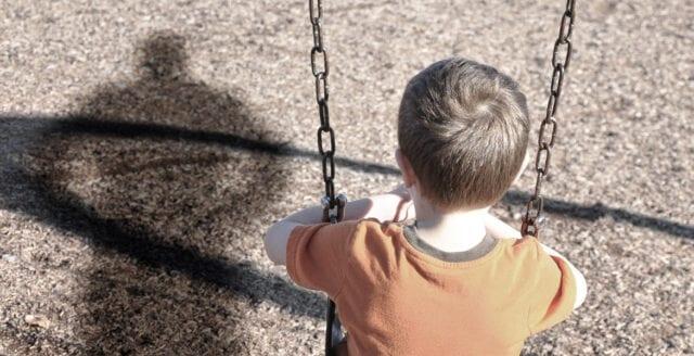 Barngäng sprider skräck i bostadsområde