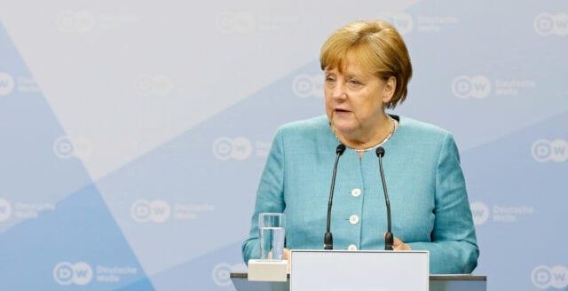 Angela Merkel: Yttrandefriheten måste begränsas för att säkra det fria samhället