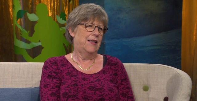 Agnes Wold pratar i nattmössan – som vanligt