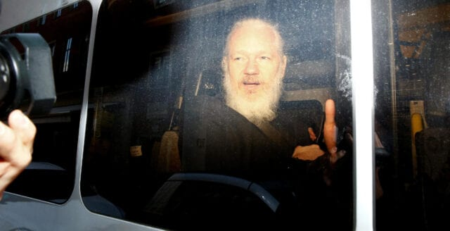 Julian Assange får inte träffa sina barn