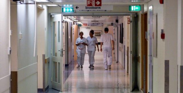 Läkare rädda att visa namnbrickan på akuten