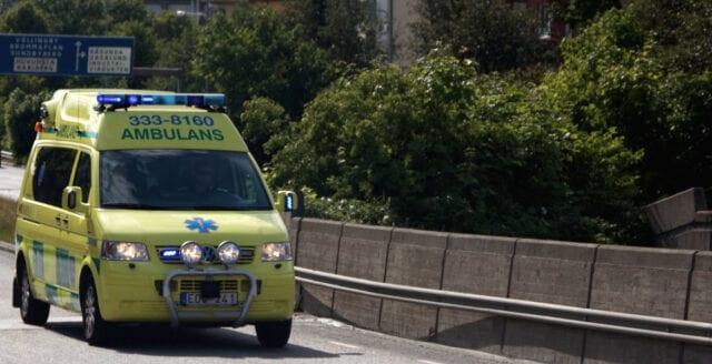 Polisbil stenad i Tyresö – skulle skydda ambulans