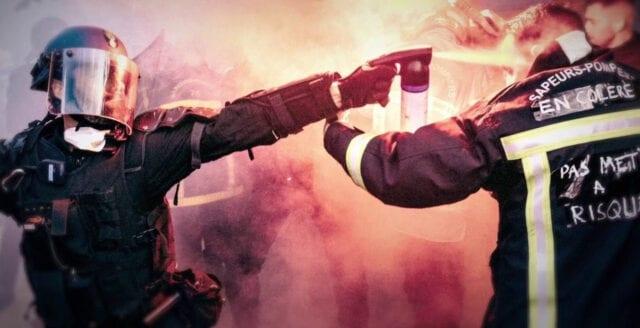 Fransk polis använder vattenkanoner och tårgas mot demonstrerande brandmän