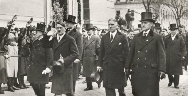 Hitlers hatt och Görings cigarretui auktioneras ut