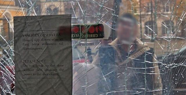 """Vittne till NyD: """"Han kastade bomben ifrån cykeln sedan sprängdes den"""""""