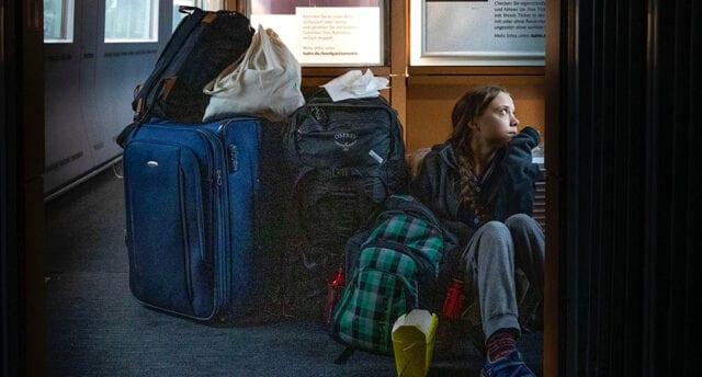 Greta poserade på golvet på tågbild – i själva verket reste hon första klass