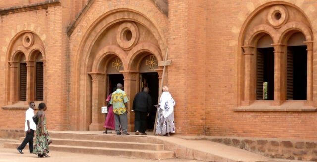 Burkina Faso: Minst 14 döda i kyrkattack