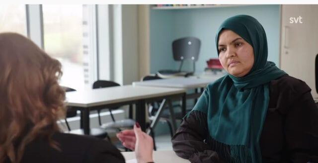 """Muslimsk lärare till invånare som inte uppskattar slöja: """"Flytta från Sverige"""""""