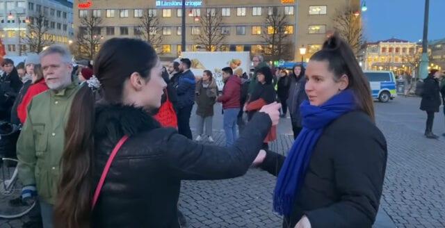 """Vänsterextrema demonstranten till reportern: """"Du är ju svartskalle"""""""