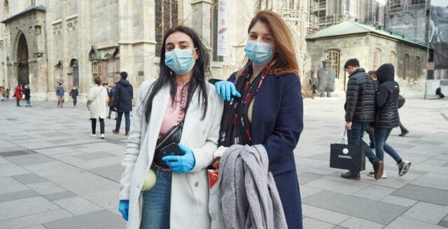 Trots att dödstalen är nära noll – nu tvingas danskarna bära munskydd på restaurang