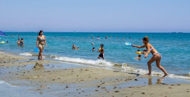 Svenskar portas tillfälligt när Cypern öppnar upp för turister