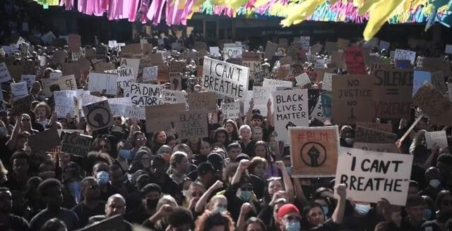 Trots coronarestriktionerna – urartade massprotester mot påstått rasistisk polis även i Sverige