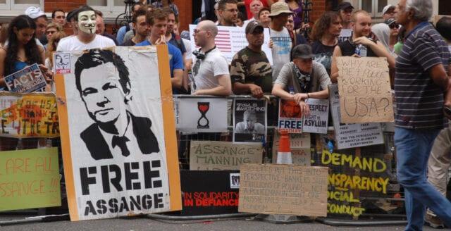Julian Assange för sjuk för att förhöras