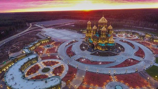 Arkeofuturistisk katedral invigdes i Ryssland