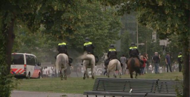 Hundratals frihetsberövade efter protester mot coronarestriktioner