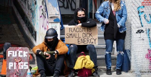 Kaos, kriminalitet och krigsherrestyre i ockuperad zon i Seattle