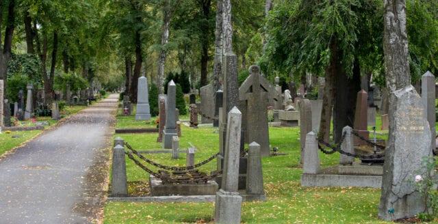 Dömd mordbrännare släpptes fri – då våldtog han pojkar på kyrkogård