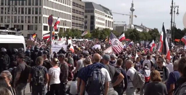 Berlin: Tiotusentals i nya demonstrationer mot coronarepressionen