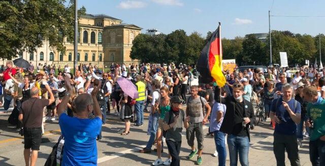 Uppror mot coronarepressionen sprider sig i Tyskland