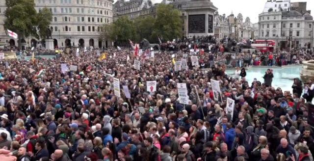 Massprotesterna mot coronarepressionen fortsätter i Storbritannien