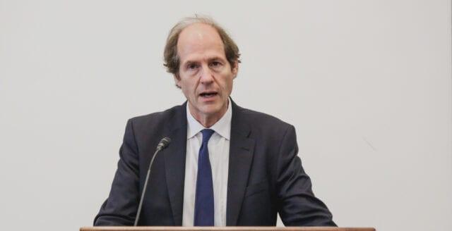 WHO vill ändra människors uppfattning om vaccin mot covid-19 – anlitar professor vid Harvard