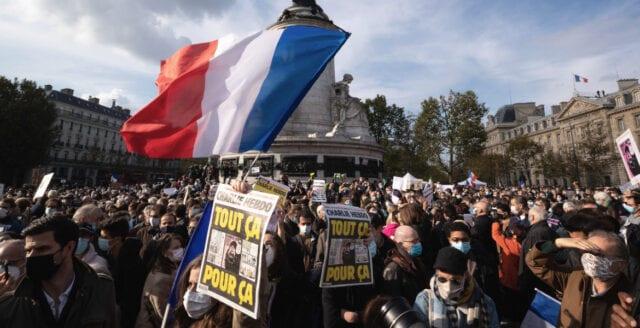 Halshuggne historieläraren Samuel Paty hedrades i Frankrike