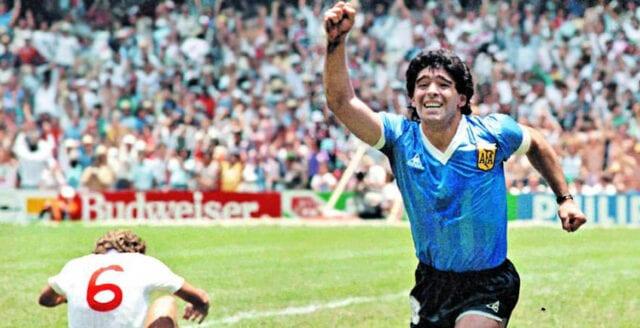 """Världen sörjer Maradona: """"En dag spelar vi fotboll igen"""""""