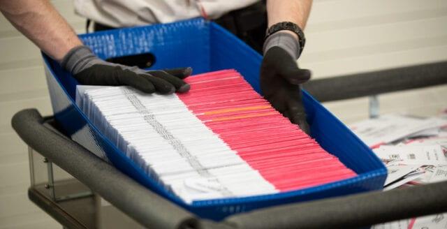 Postanställda vittnar om omfattande valfusk i USA