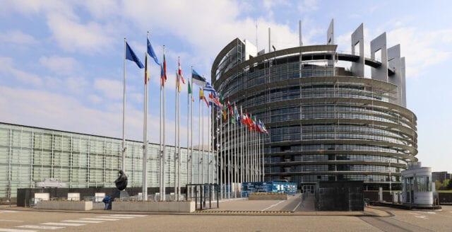"""""""EU-byråkraternas skuldpaket en förrädisk plan för ny invandringsvåg"""""""