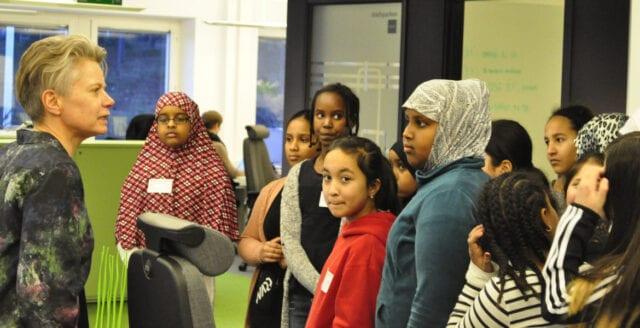 Varannan sexåring i Järvaområdet pratar för dålig svenska