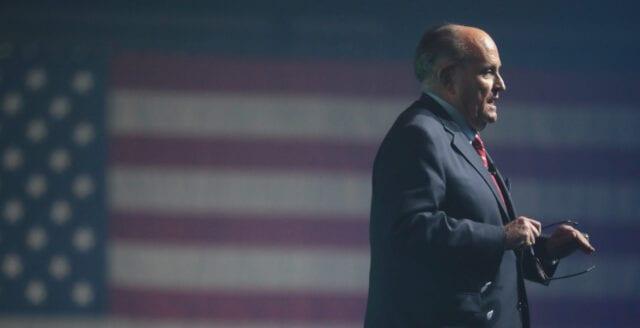 Trumpkampanjens advokat inleder juridisk strid om valfusk i flera delstater