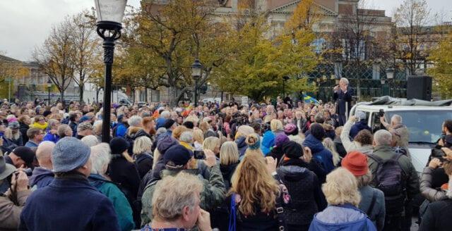 """""""Tusenmannamarschen"""" trotsar repressionen – demonstrerar för frihet i Stockholm"""