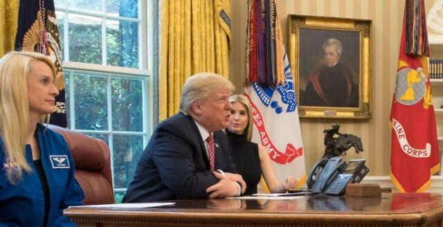 Trump inför riksrätt – manar till lugn inför maktskiftet