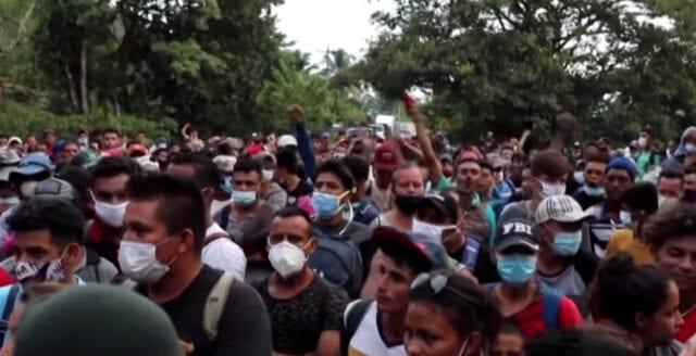 Inför maktskiftet: Migrantvåg på väg mot USA