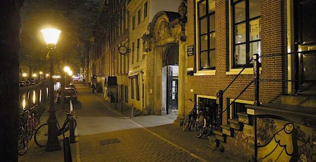 Fortsatt utegångsförbud i Nederländerna