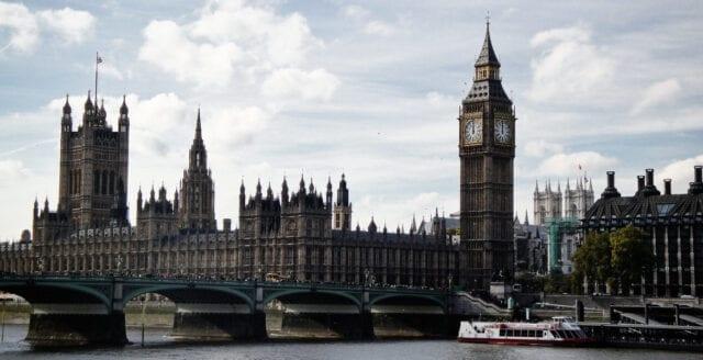 Kraftigaste nedgången någonsin för Storbritanniens ekonomi