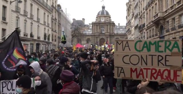 Franska protester mot ny polislag