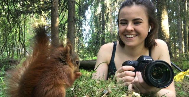 Dani räddade fyra vilda ekorrar – förblev vänner