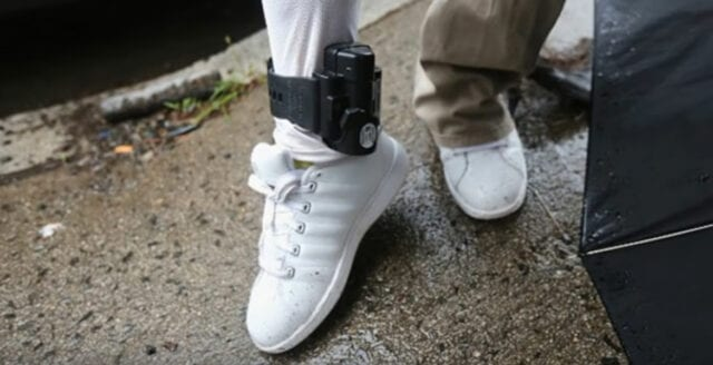 Fotboja kan bli verklighet – för att tvinga medborgarna  till karantän