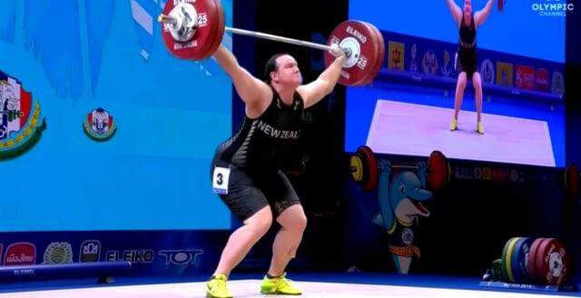 Tyngdlyftare blir första transpersonen i OS