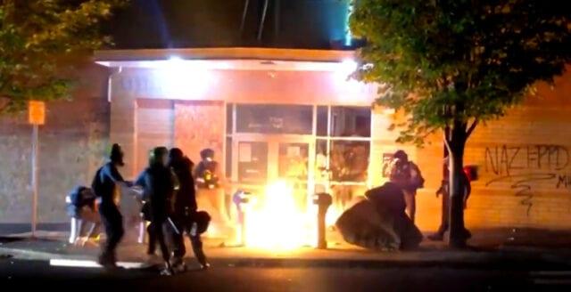 """Guvernör: Våldsbejakande BLM-anhängare ska straffas """"snabbt och hårt"""""""