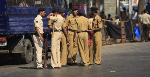 """Indien: Polis anklagas för att tortera """"coronaförbrytare"""""""