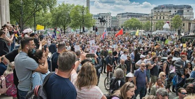 London: Rekordstora demonstrationer mot coronapolitiken