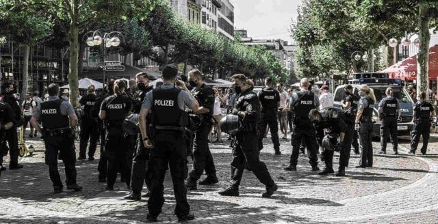 Fackpamp för tyska polisen vill förbjuda coronaprotester