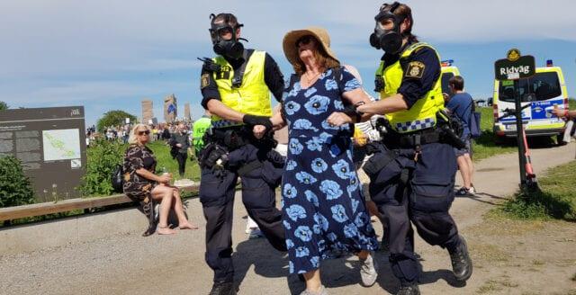 Starka scener vid ny demonstration mot coronapolitiken