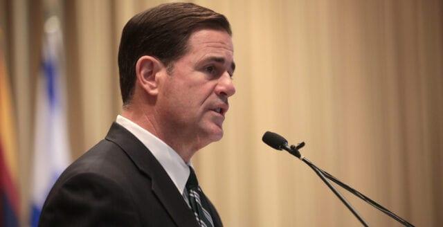 Arizonas guvernör förbjuder mask- och vaccintvång i skolor