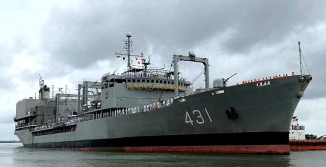 Iranska flottans största skepp sjönk efter brand