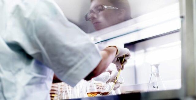 Majoritet av britterna tror att viruset spreds från laboratorium