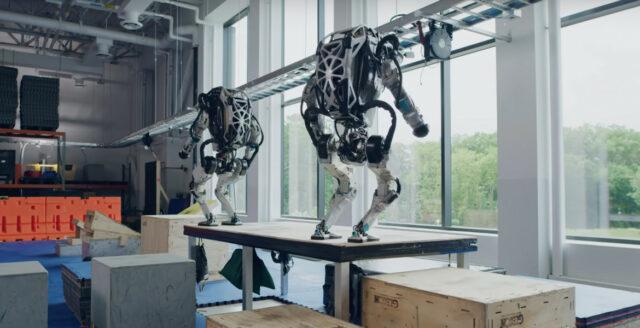 Robotar utövar parkour i ny video